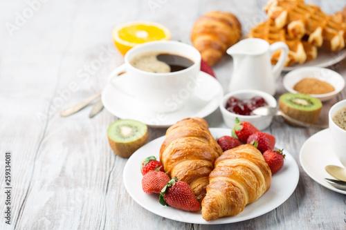 Continental breakfast table with coffee, orange juice, croissants Fototapet
