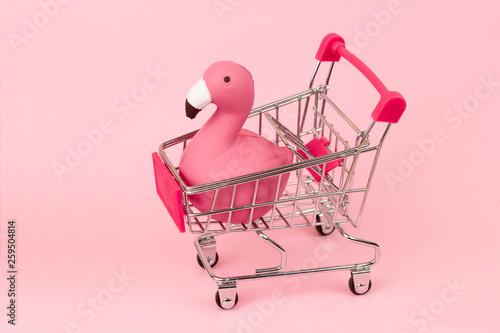 Stampa su Tela shopping cart with flamingo on pink pastel background