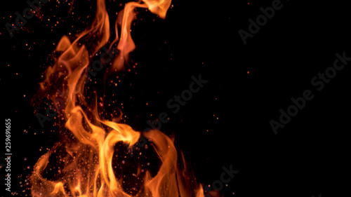 Obraz na płótnie MACRO: Beautiful bright orange flames flicker in the darkness of the night