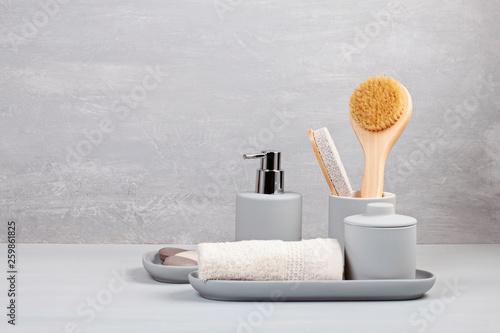 Foto Light pgray ceramic acessories for bath