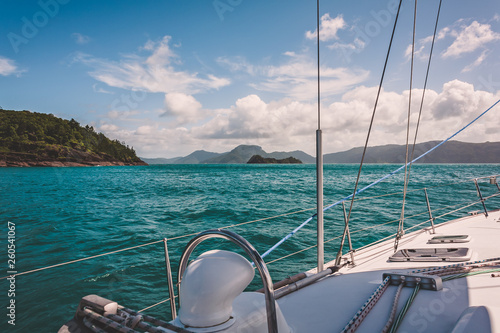 Canvas Print Sailboat sailing on a warm beautiful day in the Whitsunday Islands on the Great Barrier Reef in Australia