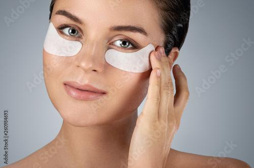 Obraz na płótnie Woman with hydrating eye patches under her eyes o