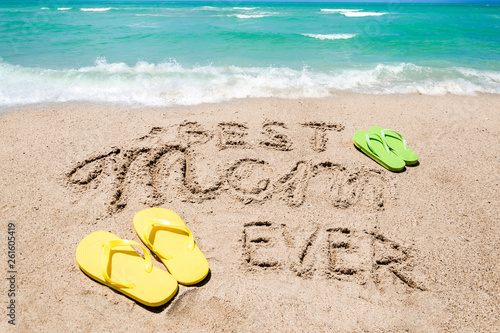 Valokuvatapetti Happy Mothers day beach background with handwritten lettering Best Mom ever