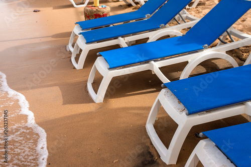 Photographie A chaise-longue on the beach