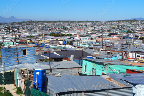 Canvas-taulu Khayelitsha township, South Africa - 29 August 2018 : BAckyard in a township in