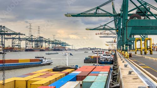 Fotografija Busy port of Antwerp