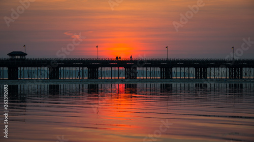 Photo Isle of Wight serene sunset with pier detail