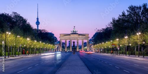 Vászonkép Brandenburger Tor und Fernsehturm in Berlin, Deutschland
