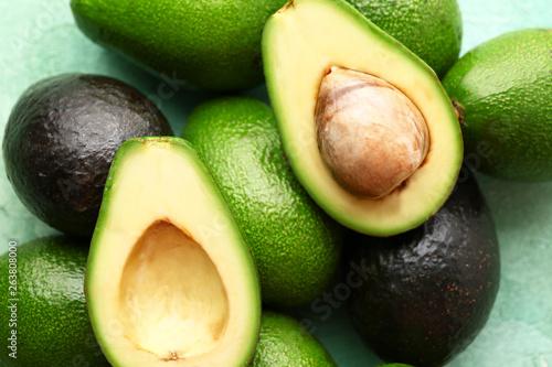 Canvas Fresh avocado on table