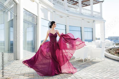 Canvastavla Beautiful woman in elegant evening dress