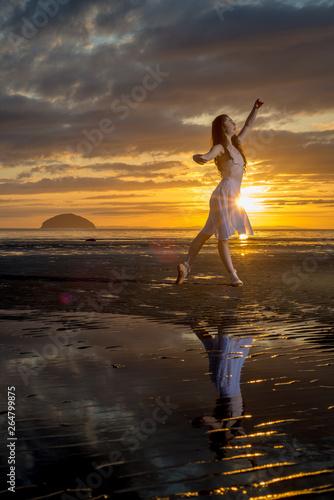 Dance Against The Sunset Tapéta, Fotótapéta