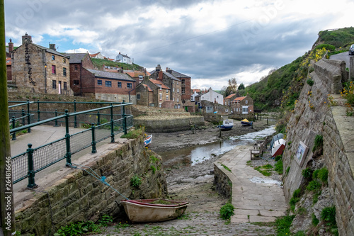Canvas Print Staithes, England: beautiful view of fishing village.