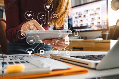 Obraz na płótnie Digital marketing media in virtual screen