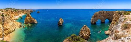 Fotografia Natural caves at Marinha beach, Algarve Portugal