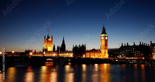 Fotografie, Obraz Night view of Palace of Westminster over dramatic blue sky