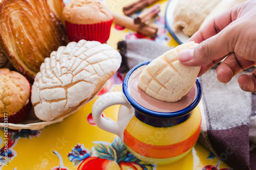 Tableau sur Toile Concha and chocolate, mexican sweet bread and atole beverage in mexico breakfast