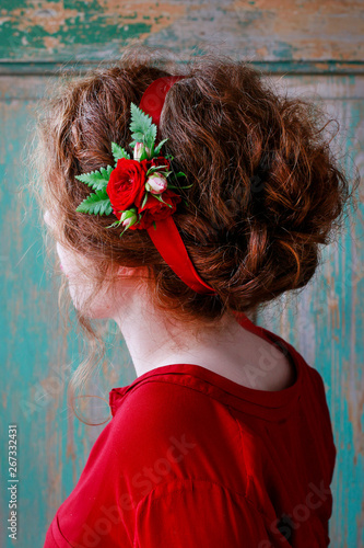 Bridesmaid wearing wrist corsage made of red rose flowers. Poster Mural XXL