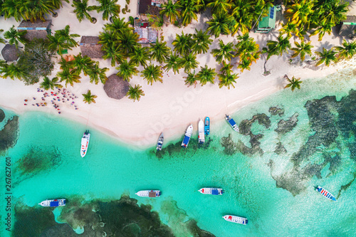 Stampa su Tela Aerial view of tropical beach.