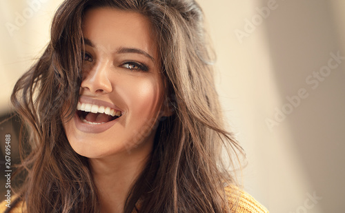 Valokuva Young brunette woman with amazing smile.