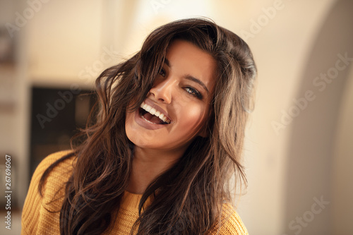 Leinwand Poster Young brunette woman with amazing smile.