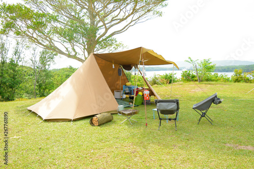 Fototapeta キャンプ場でテント