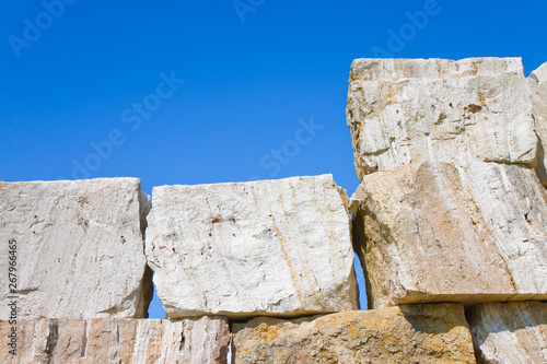 Fotografía Large overlaid stone blocks background