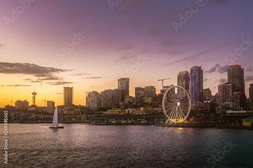 Fototapeta Beautiful Seattle waterfront skyline from Elliott Bay at dusk