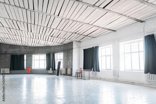 Valokuvatapetti Photo studio with large windows and circle walls