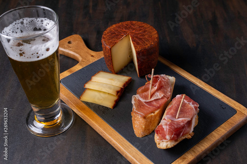 Stampa su Tela cured ham with pepper cheese and beer