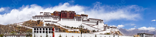 Foto Panoramic view of famous Potala palace