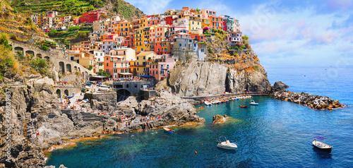 Fototapeta premium Włochy - włoski park narodowy Cinque Terre. Światowego Dziedzictwa UNESCO. Historyczne starożytne miejsce śródziemnomorskie.