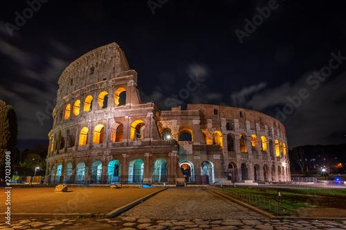 Murais de parede Colosseum architectural structure at night, in Rome.