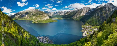 Fotografia Alps mountains above the famous Hallstatt village, Austria