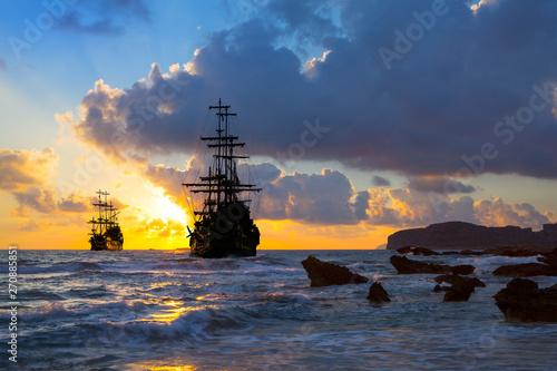Photo Old ship silhouette in sunset scenery
