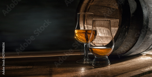 Stampa su Tela Two glasses with whiskey