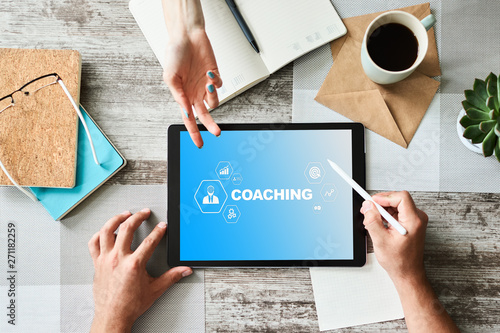 Stampa su Tela Coaching and mentoring concept on screen