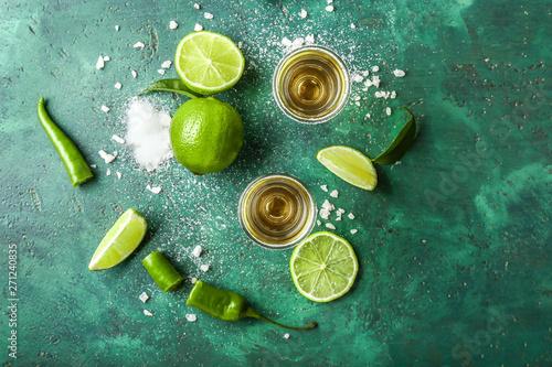Fotografia Glasses of tasty tequila on color background