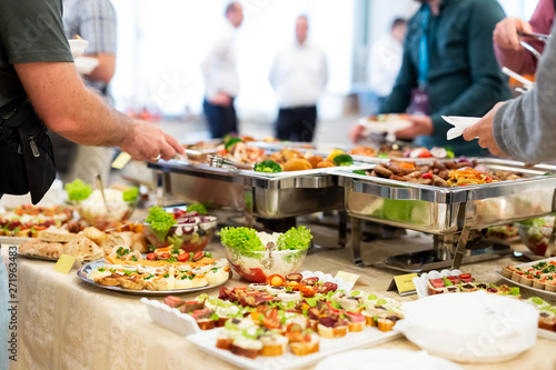 Fotomural Close up of people serving themselves with canapes in buffet of restaurant