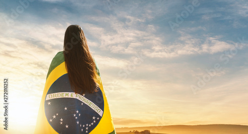Fotografie, Obraz Woman with brazilian flag, independence day