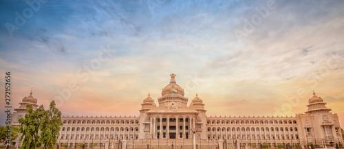 Fotografia The Vidhana Soudha located in Bangalore, is the seat of the state legislature of