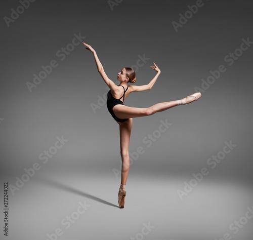Canvas Print Beautiful flexible ballerina dancing in studio