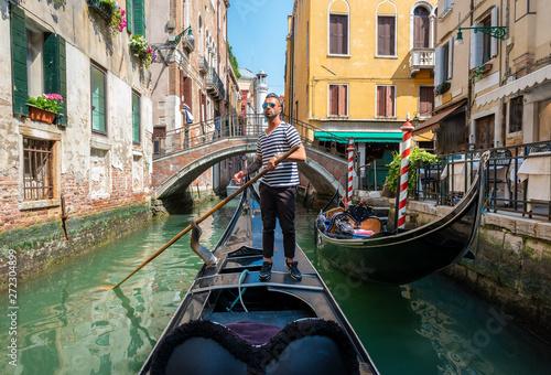 Obraz na płótnie Gondolier in Venice