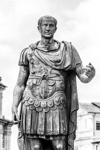 Fotografia Statue of Roman Emperor Julius Caesar at Roman Forum, Rome, Italy