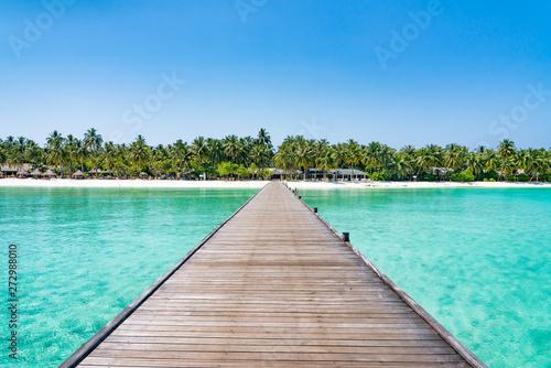 Stampa su Tela Wooden pier at a tropical island luxury resort
