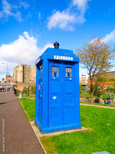 Fotografie, Tablou The public blue telephone box