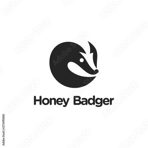 honey badger logo concept negative space Fototapet