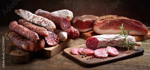 Fotografia Various kind types of salami, speck and sausages
