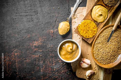 Obraz na plátně Mustard with garlic.