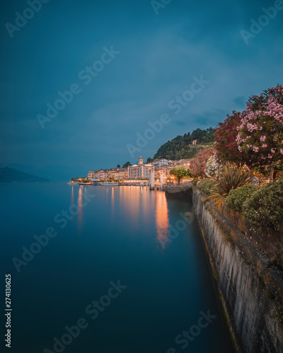Fototapeta Bellagio on Lake Como during a cloudy evening with city reflections