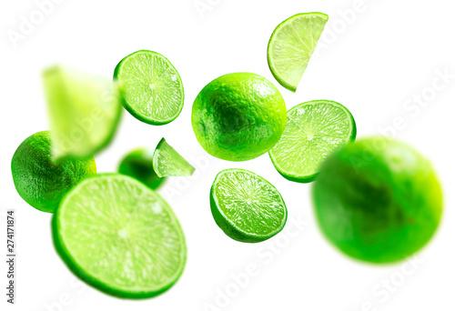 Fotografia green lime levitated on a white background